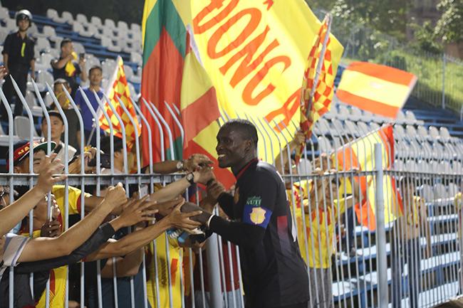 Lấy vé play-off, Nam Định ăn mừng như thể vô địch Ảnh 8
