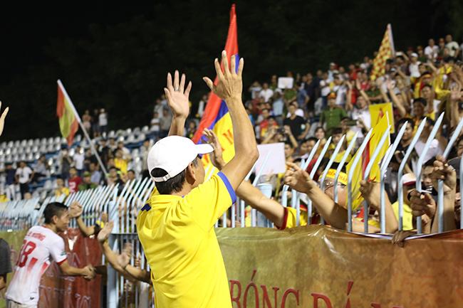 Lấy vé play-off, Nam Định ăn mừng như thể vô địch Ảnh 7