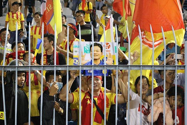 Lấy vé play-off, Nam Định ăn mừng như thể vô địch Ảnh 12