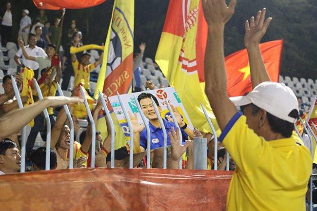 Lấy vé play-off, Nam Định ăn mừng như thể vô địch Ảnh 11