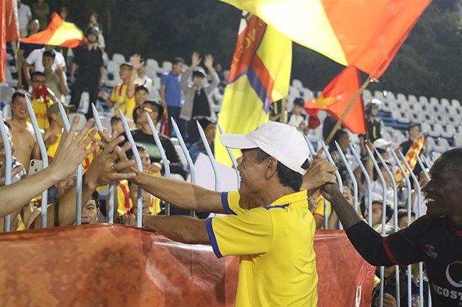 Lấy vé play-off, Nam Định ăn mừng như thể vô địch Ảnh 10