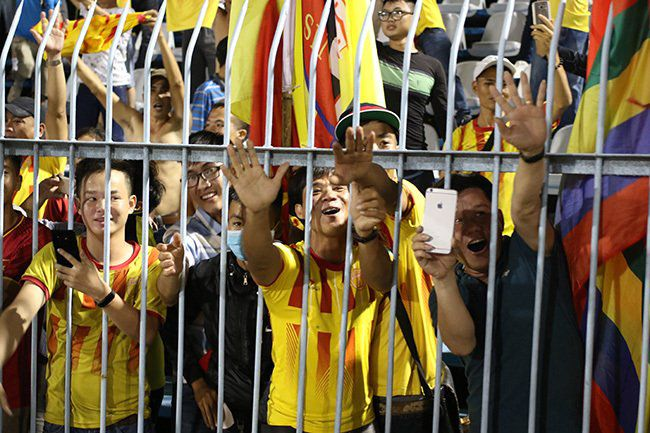 Lấy vé play-off, Nam Định ăn mừng như thể vô địch Ảnh 6