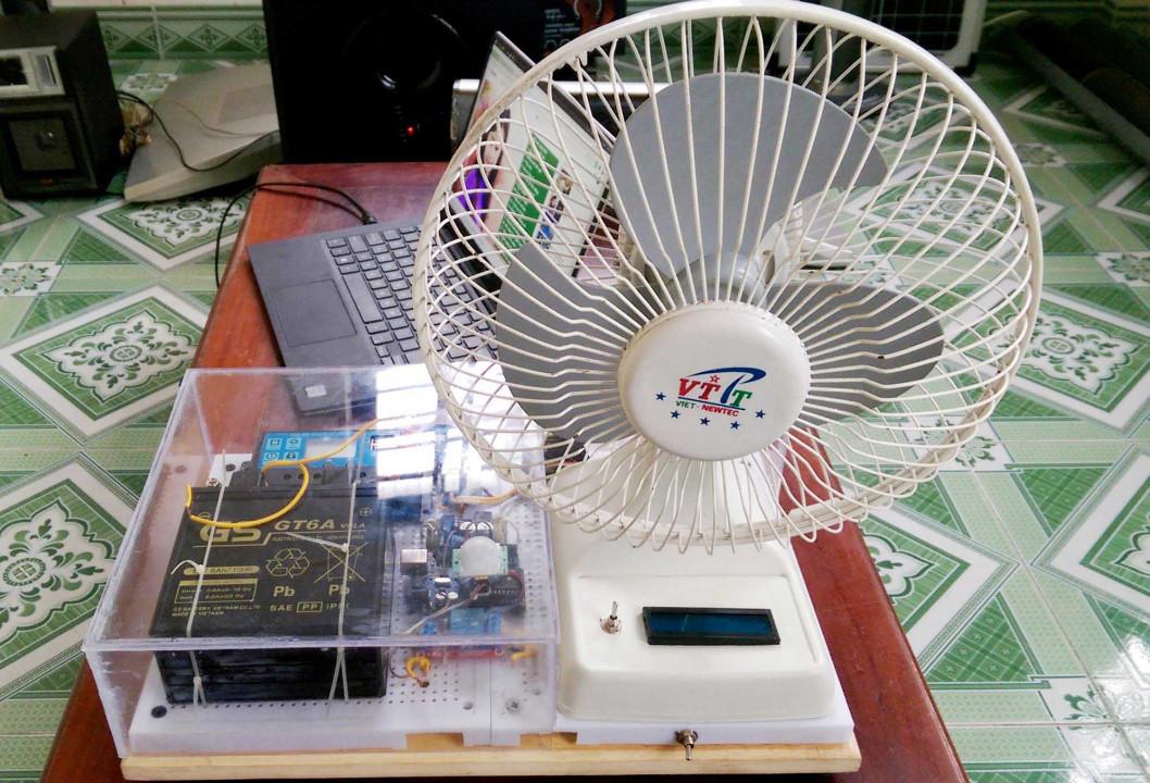 Quạt điện tự động luân phiên sử dụng năng lượng mặt trời Ảnh 1