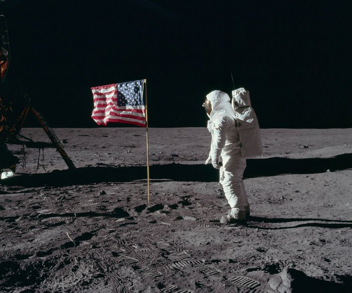 Tại sao dấu chân của Neil Armstrongs trên Mặt Trăng không khớp với đế giày? Ảnh 7