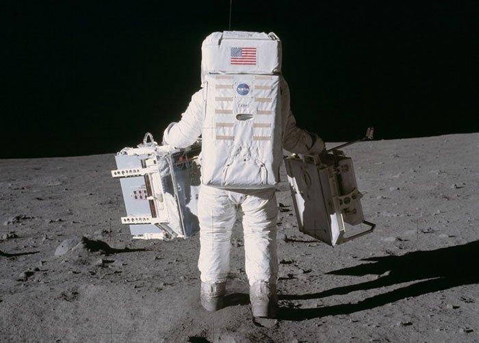Tại sao dấu chân của Neil Armstrongs trên Mặt Trăng không khớp với đế giày? Ảnh 3