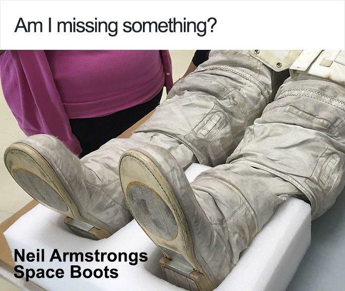 Tại sao dấu chân của Neil Armstrongs trên Mặt Trăng không khớp với đế giày? Ảnh 1