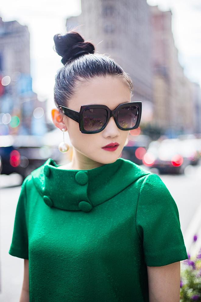Mặc váy sarong màu xanh lá kiêu hãnh cuốn hút mọi ánh nhìn như Kha Mỹ Vân Ảnh 13