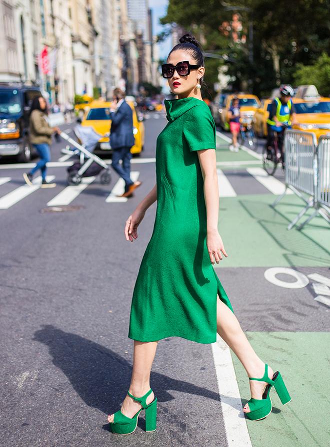 Mặc váy sarong màu xanh lá kiêu hãnh cuốn hút mọi ánh nhìn như Kha Mỹ Vân Ảnh 10