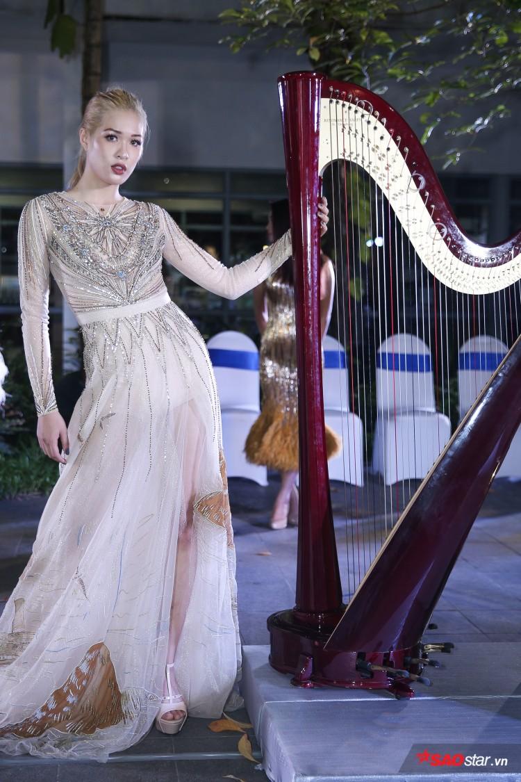 Diện váy che hết tầm nhìn, Khánh Vân-Quỳnh Hoa vẫn thể hiện trình catwalk cực đỉnh Ảnh 20