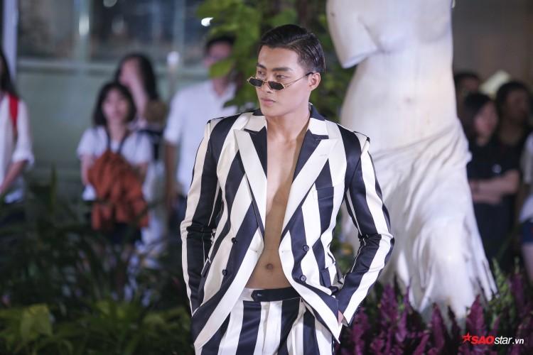 Diện váy che hết tầm nhìn, Khánh Vân-Quỳnh Hoa vẫn thể hiện trình catwalk cực đỉnh Ảnh 10