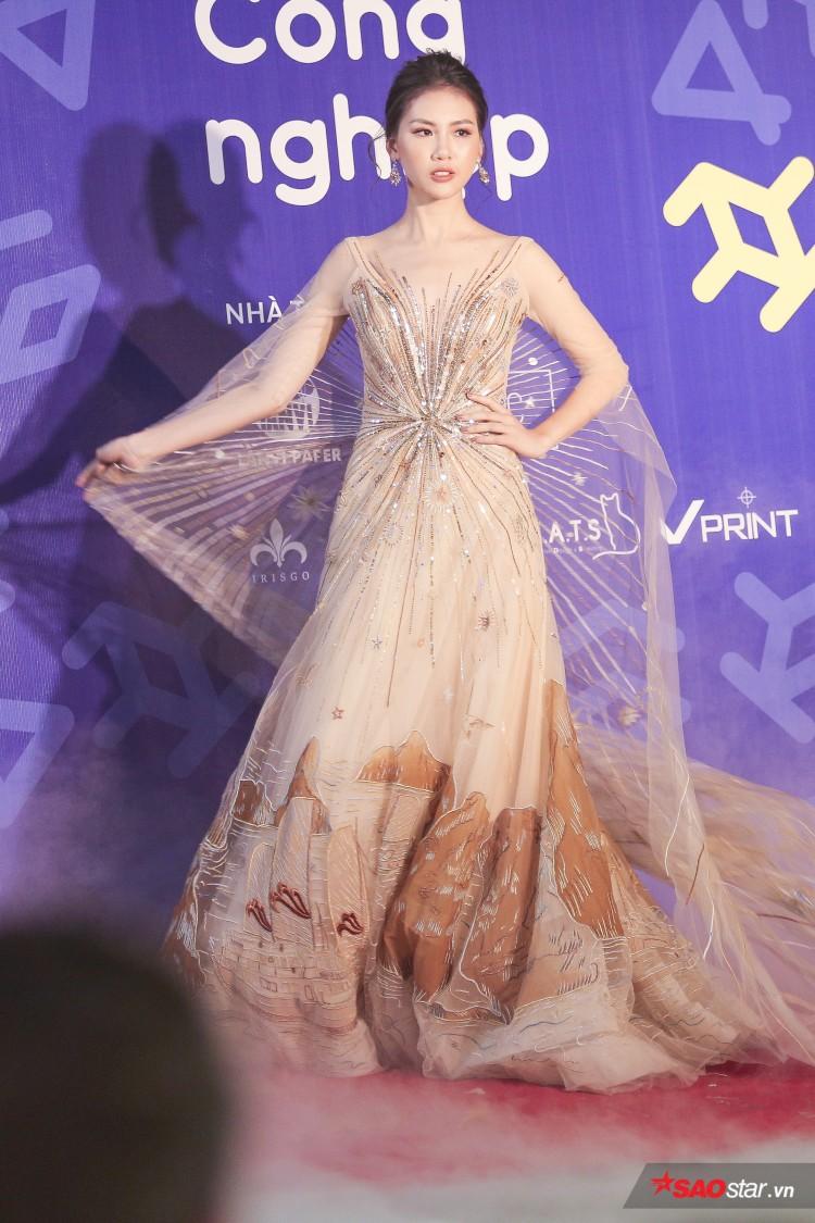 Diện váy che hết tầm nhìn, Khánh Vân-Quỳnh Hoa vẫn thể hiện trình catwalk cực đỉnh Ảnh 15