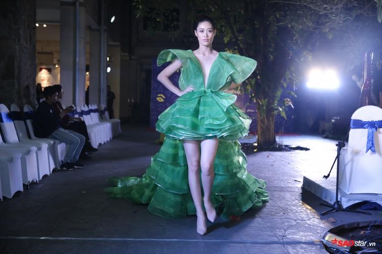 Diện váy che hết tầm nhìn, Khánh Vân-Quỳnh Hoa vẫn thể hiện trình catwalk cực đỉnh Ảnh 17