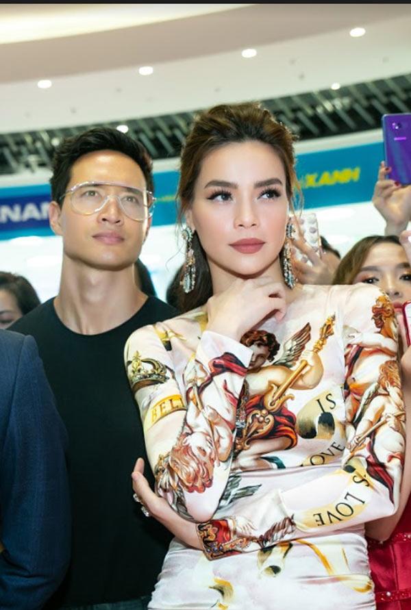 Hồ Ngọc Hà sang trọng với váy Dolce Gabbana Đàm Vĩnh Hưng tặng Ảnh 3