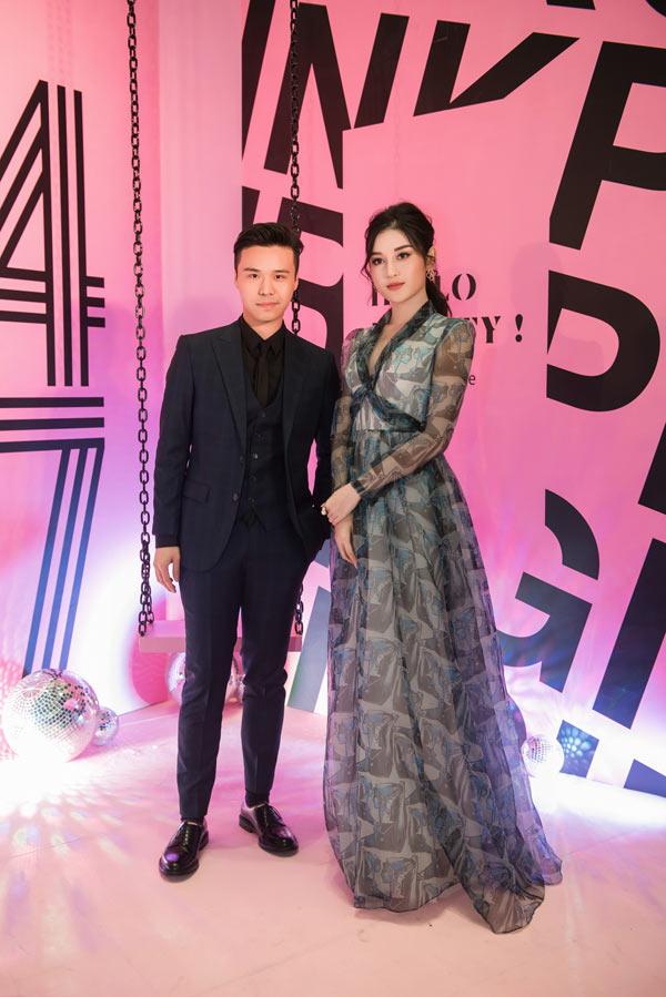 Hồ Ngọc Hà sang trọng với váy Dolce Gabbana Đàm Vĩnh Hưng tặng Ảnh 4