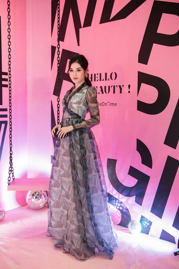 Hồ Ngọc Hà sang trọng với váy Dolce Gabbana Đàm Vĩnh Hưng tặng Ảnh 5