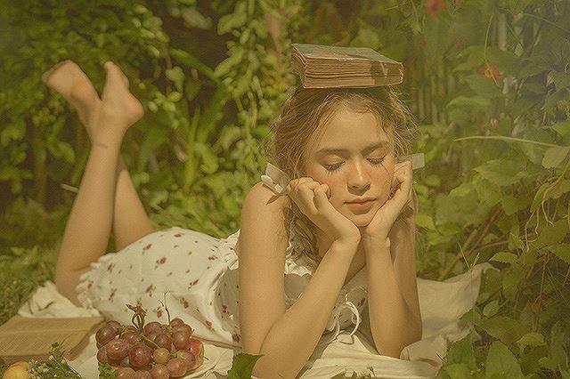 Vào thu đầy mộng mơ với cô gái Đà Lạt xinh như búp bê phương Tây Ảnh 1