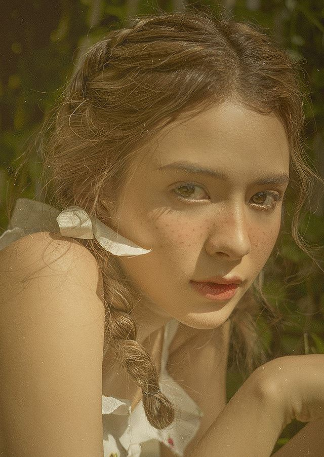 Vào thu đầy mộng mơ với cô gái Đà Lạt xinh như búp bê phương Tây Ảnh 5