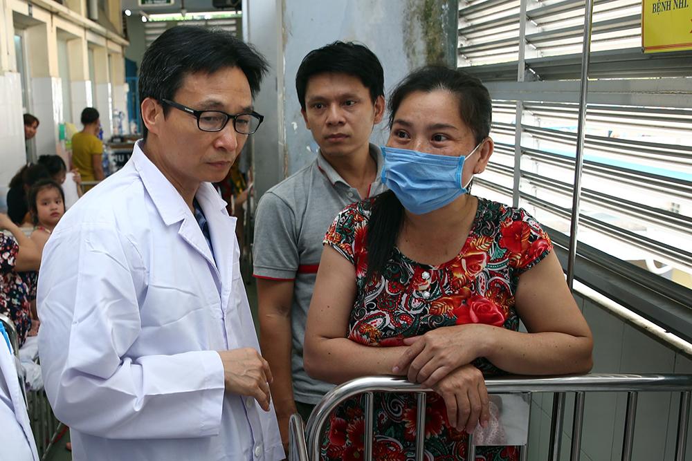 Phó Thủ tướng thị sát công tác chống dịch tay chân miệng, sởi tại TPHCM Ảnh 1