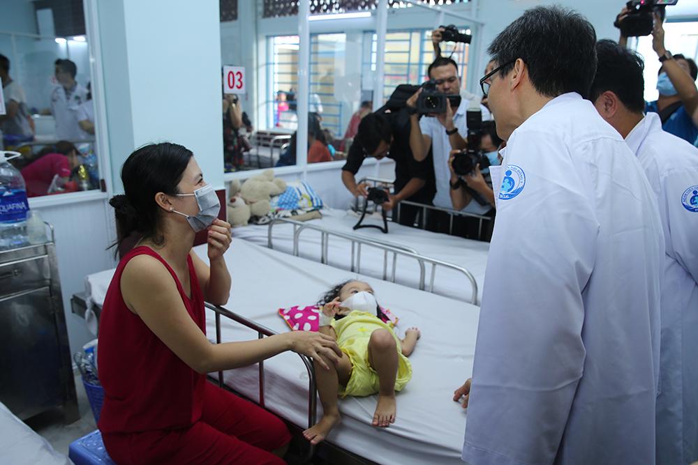 Phó Thủ tướng thị sát công tác chống dịch tay chân miệng, sởi tại TPHCM Ảnh 2