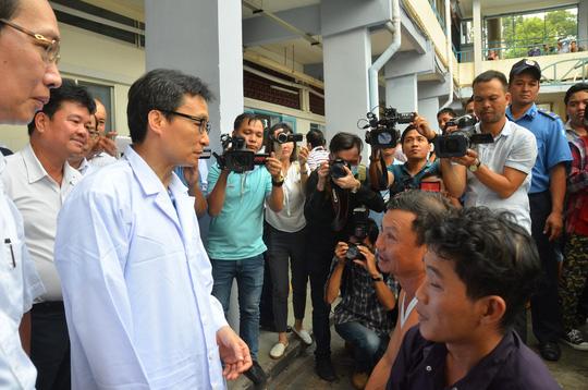 Phó Thủ tướng thị sát bệnh nhi tay chân miệng tại BV Nhi đồng 1 Ảnh 3