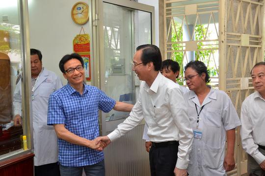 Phó Thủ tướng thị sát bệnh nhi tay chân miệng tại BV Nhi đồng 1 Ảnh 5
