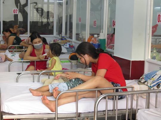 Phó Thủ tướng thị sát bệnh nhi tay chân miệng tại BV Nhi đồng 1 Ảnh 2