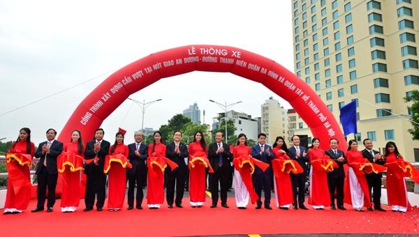 Hà Nội chính thức thông xe cầu vượt An Dương - Thanh Niên Ảnh 1
