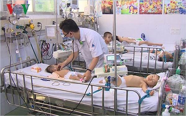 Bộ Y tế yêu cầu bệnh viện đảm bảo đủ thuốc chống dịch tay chân miệng Ảnh 1