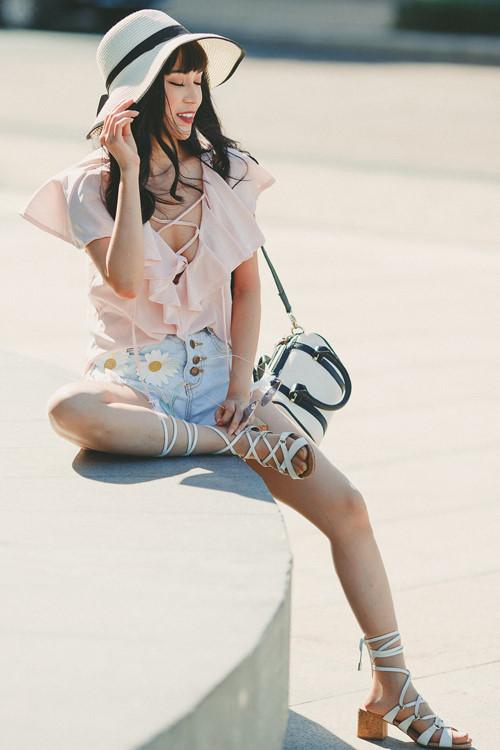 Ngắm phong cách thời trang từ nhà xuống phố gợi cảm của Sĩ Thanh Ảnh 3
