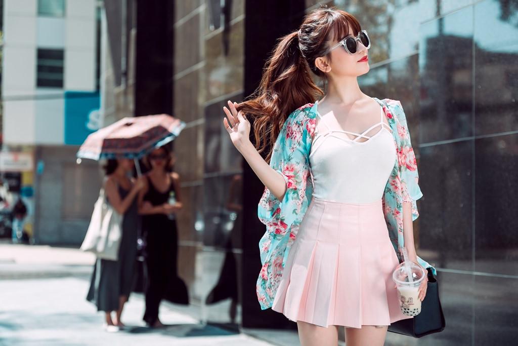 Ngắm phong cách thời trang từ nhà xuống phố gợi cảm của Sĩ Thanh Ảnh 9
