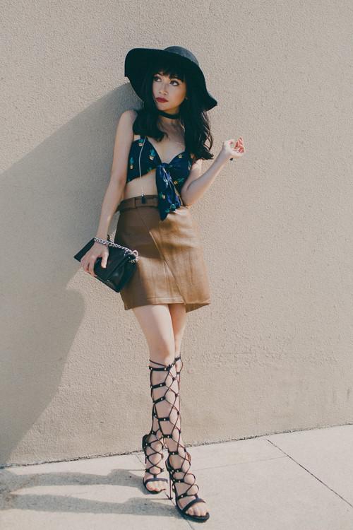Ngắm phong cách thời trang từ nhà xuống phố gợi cảm của Sĩ Thanh Ảnh 2