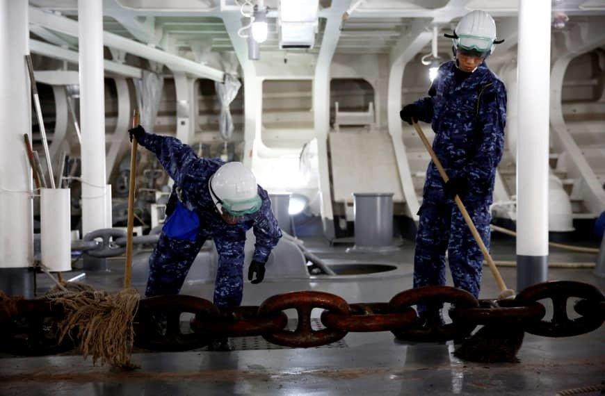 Bên trong hàng không mẫu hạm sạch bong của Nhật Bản Ảnh 1