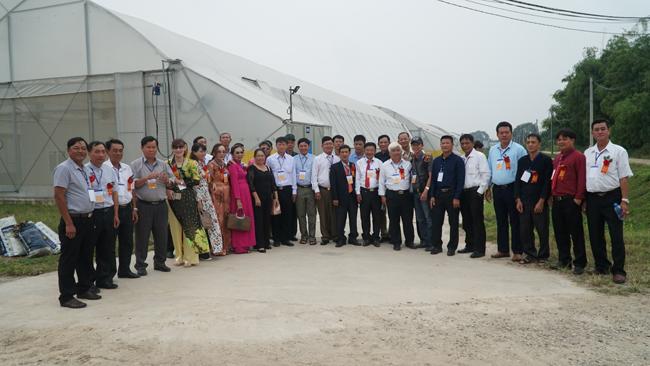 Nông dân xuất sắc hào hứng khi thăm thiên đường rau sạch VinEco Ảnh 1
