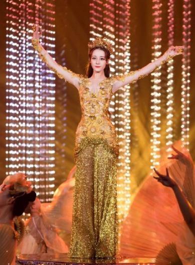 Dù lộng lẫy nhưng trang phục Nữ thần Kim Ưng Địch Lệ Nhiệt Ba vẫn chưa bằng Triệu Lệ Dĩnh và Đường Yên? Ảnh 10