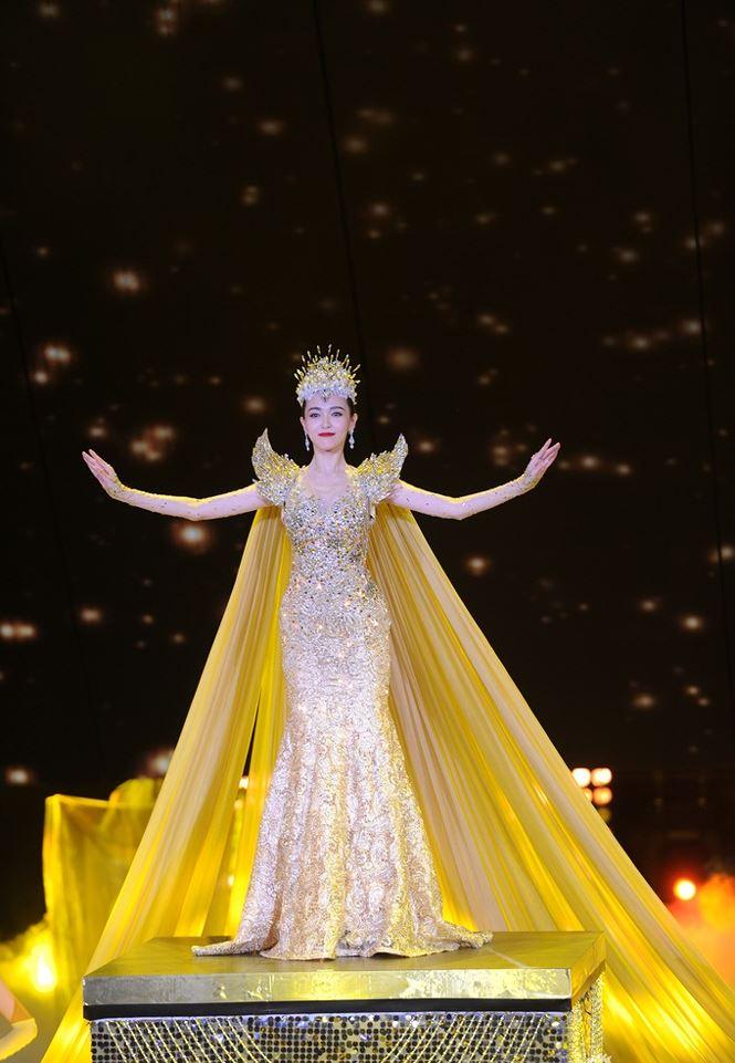 Dù lộng lẫy nhưng trang phục Nữ thần Kim Ưng Địch Lệ Nhiệt Ba vẫn chưa bằng Triệu Lệ Dĩnh và Đường Yên? Ảnh 17