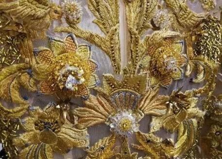 Dù lộng lẫy nhưng trang phục Nữ thần Kim Ưng Địch Lệ Nhiệt Ba vẫn chưa bằng Triệu Lệ Dĩnh và Đường Yên? Ảnh 3
