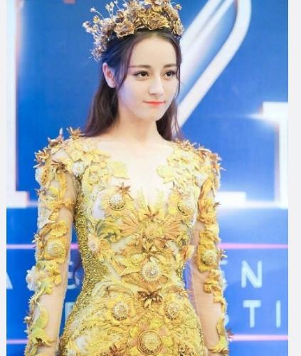 Dù lộng lẫy nhưng trang phục Nữ thần Kim Ưng Địch Lệ Nhiệt Ba vẫn chưa bằng Triệu Lệ Dĩnh và Đường Yên? Ảnh 12