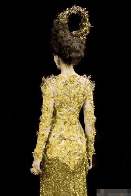 Dù lộng lẫy nhưng trang phục Nữ thần Kim Ưng Địch Lệ Nhiệt Ba vẫn chưa bằng Triệu Lệ Dĩnh và Đường Yên? Ảnh 9