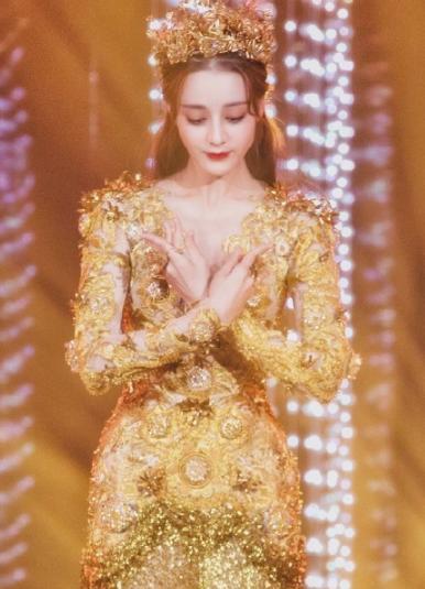 Dù lộng lẫy nhưng trang phục Nữ thần Kim Ưng Địch Lệ Nhiệt Ba vẫn chưa bằng Triệu Lệ Dĩnh và Đường Yên? Ảnh 11