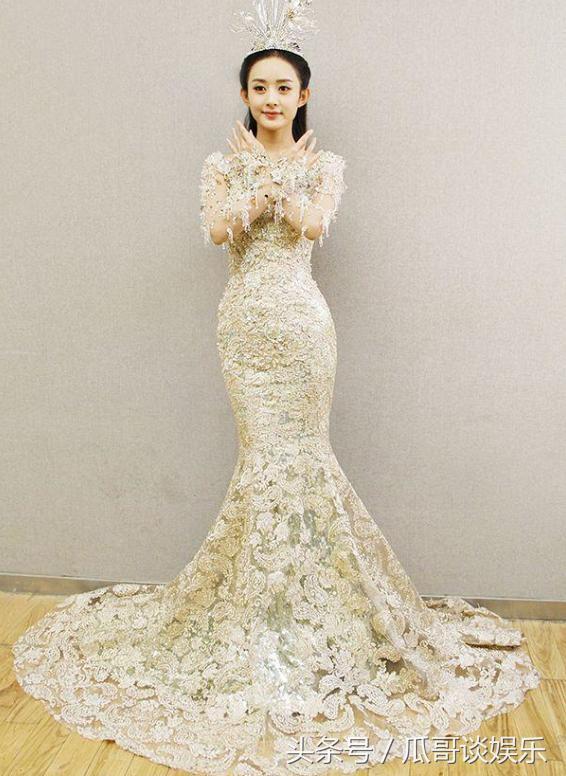 Dù lộng lẫy nhưng trang phục Nữ thần Kim Ưng Địch Lệ Nhiệt Ba vẫn chưa bằng Triệu Lệ Dĩnh và Đường Yên? Ảnh 16