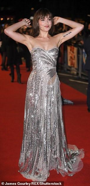 Mỹ nhân '50 sắc thái' Dakota Johnson gây ấn tượng với đầm cúp ngực Ảnh 5