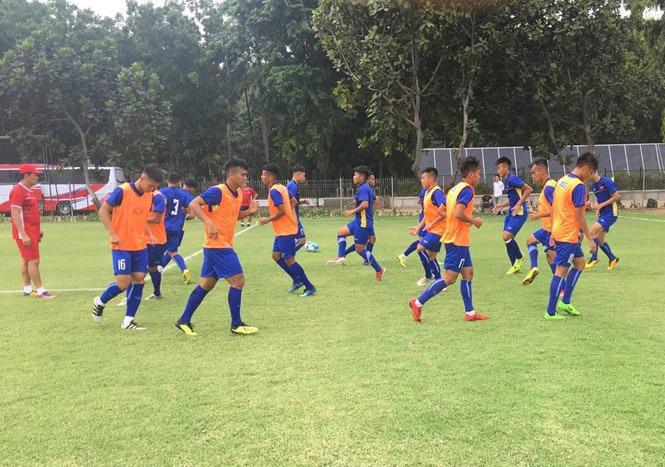U19 Việt Nam tập sân xấu, ông Tuấn 'con' đau đầu chốt danh sách Ảnh 2