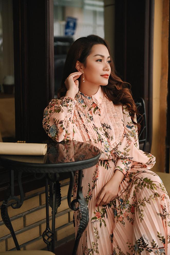 Nguyễn Ngọc Anh ngọt ngào với váy áo nữ tính đón gió lạnh cuối thu Ảnh 1