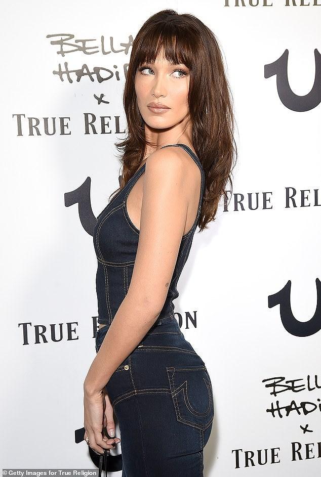 Bella Hadid phô diễn đường cong nóng bỏng với set đồ denim cá tính Ảnh 2
