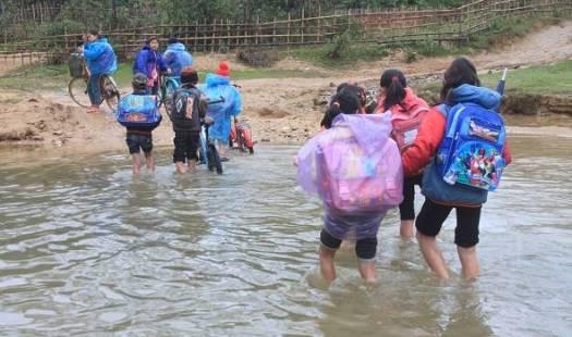 Chông chênh đường đến trường của các em vùng cao Thanh Hóa Ảnh 4