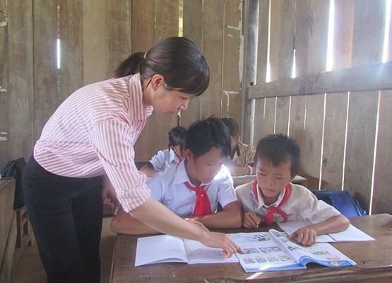 'Ớn lạnh' những con đường đến trường của học sinh buôn H'Mông trong Ảnh 4
