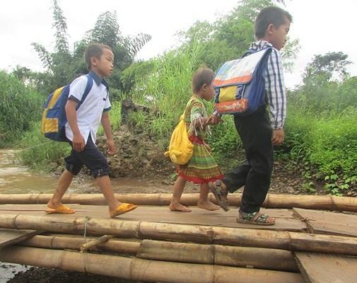 'Ớn lạnh' những con đường đến trường của học sinh buôn H'Mông trong Ảnh 2