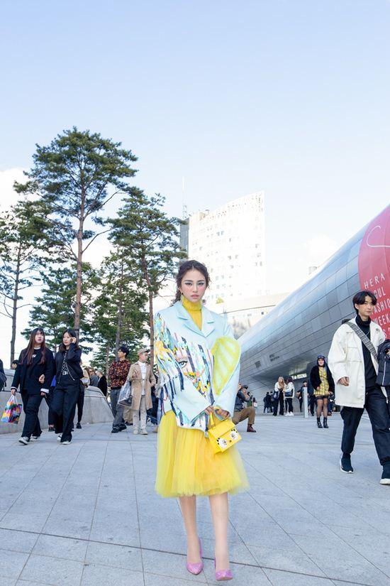 Mỹ nhân Việt lăng xê quần tụt nổi bật tại Tuần lễ thời trang Seoul Ảnh 1