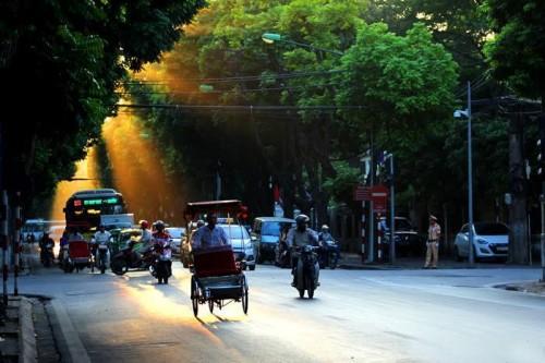 Dự báo thời tiết 21/10: Hà Nội tăng nhiệt, Nam Bộ có mưa rào và dông Ảnh 1