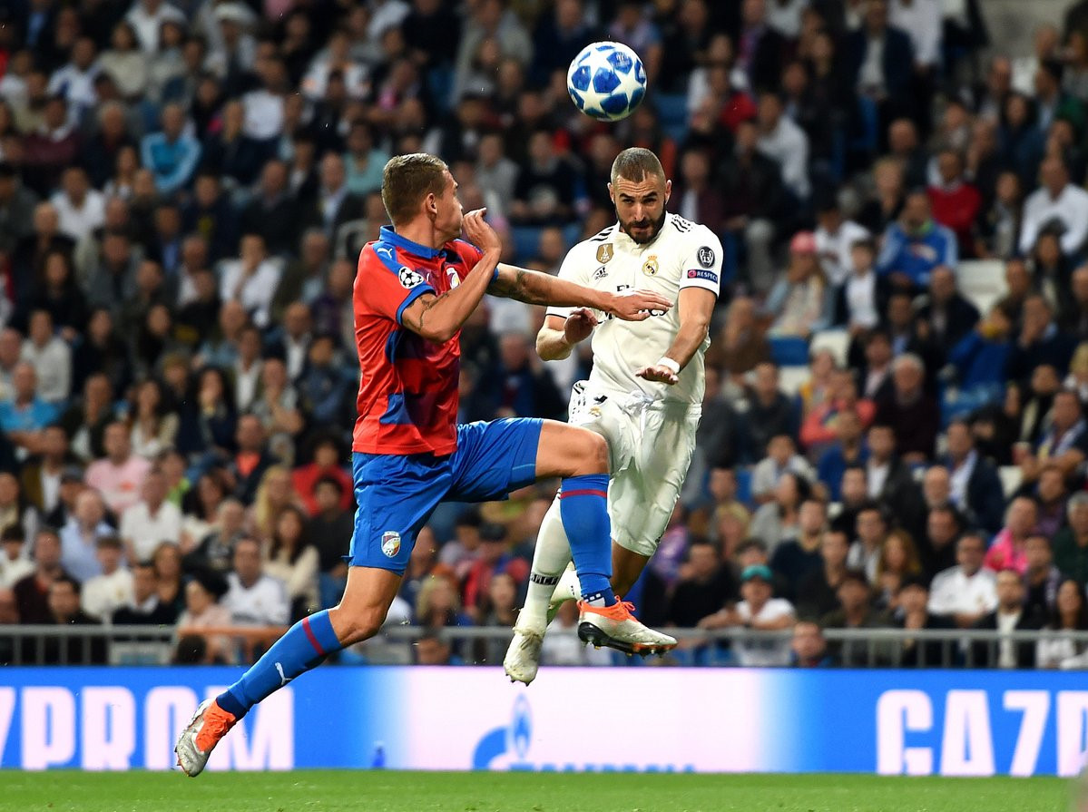 Real Madrid vs Viktoria Plzen (1-0, H2): Benzema đánh đầu mở tỷ số Ảnh 1